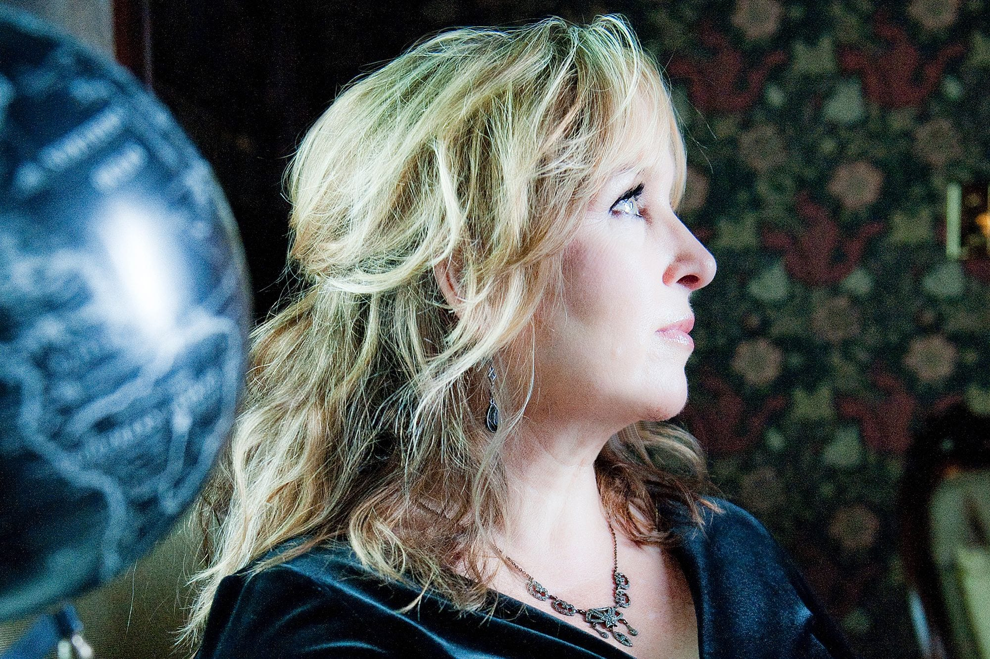 """Gretchen Peters Honors Mickey Newbury With """"The Sailor"""" and New Album (premiere + interview)"""